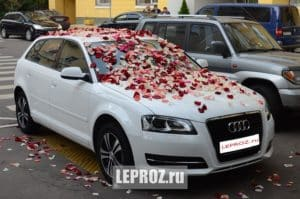Лепестки роз на авто